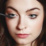 Does putting mascara on your bottom lashes make your eyes look bigger?
