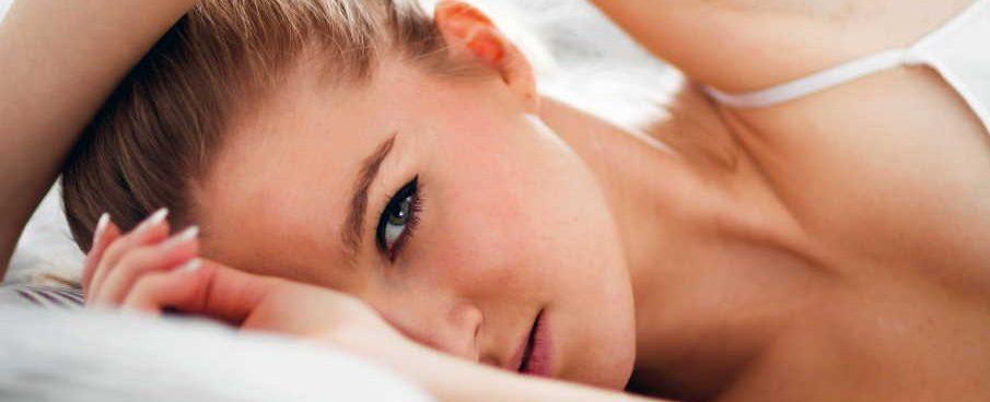 Does sleeping with mascara ruin your eyelashes?